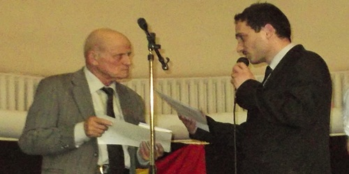 Primind Diploma de excelență a Naâiunii din partea directorului editorial, sciitorul Cezar Adonis Mihalache (2013)